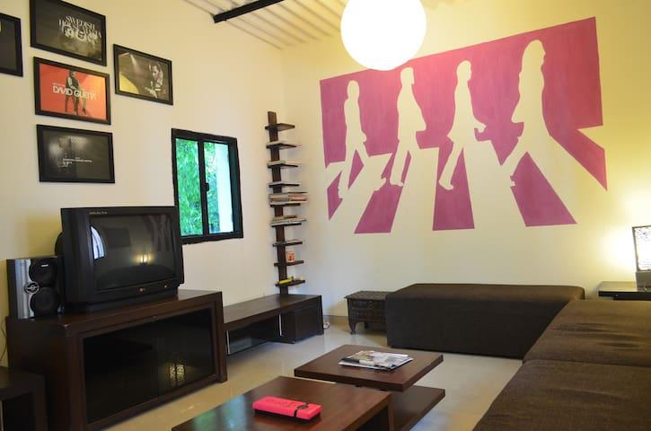 Aura Art Stay - Sahibzada Ajit Singh Nagar - Bungalow