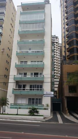 Prédio frente ao mar Baln. Camboriu - Balneário Camboriú - Apartamento