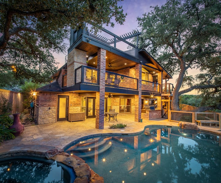 Hummingbird Hideaway- Canyon Lake Waterfront with pool and hot tub!