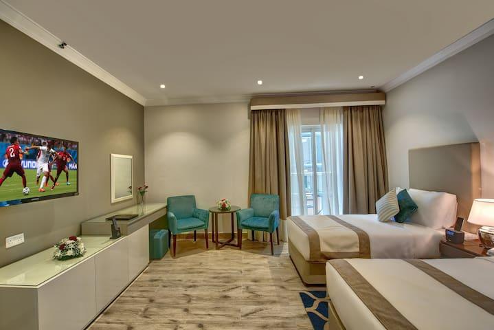 BEAUTIFUL BRAND NEW HOTEL ROOM W BREAKFAST- DUBAI
