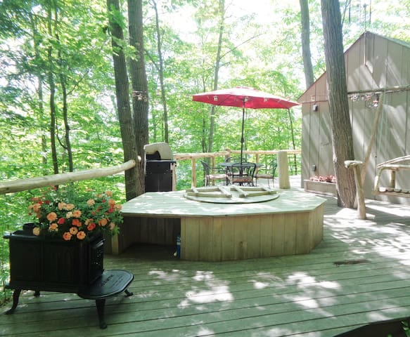 At this large deck, you can bbq, soak in the cedar hot tub, or just hang out and listen to the birds chirping and chipmunks and squirrels munching on acorns.