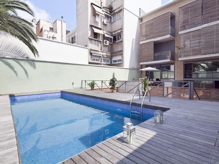 Terrace & shared pool apartment near the Barcelona