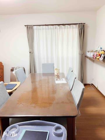 一楼客厅和餐厅