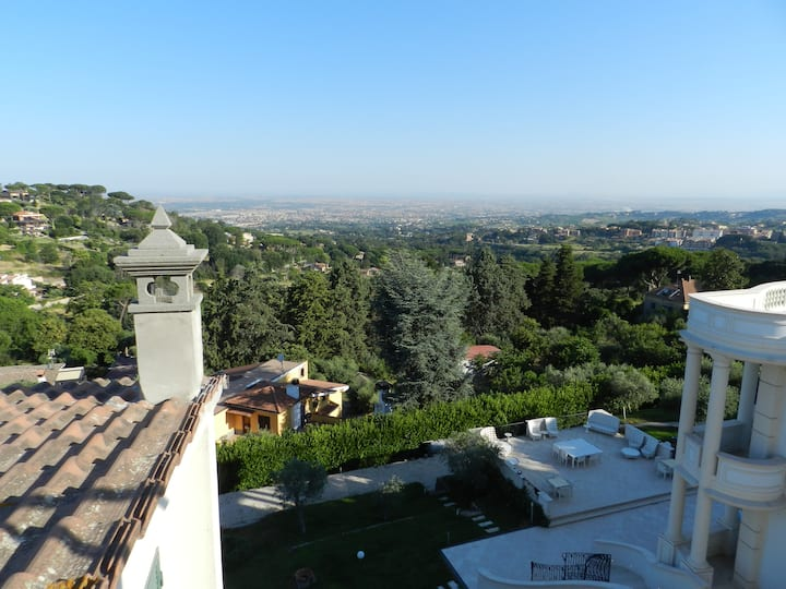 Flat  with views over Rome and Castel Gandolfo