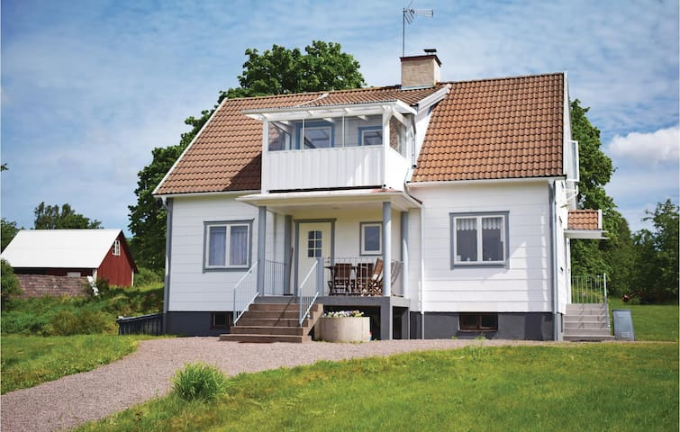 Holiday cottage with 4 bedrooms on 140 m² in Tranås