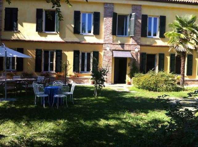 Countryfarm house Langhe Monferrato - Rocca d'Arazzo - House