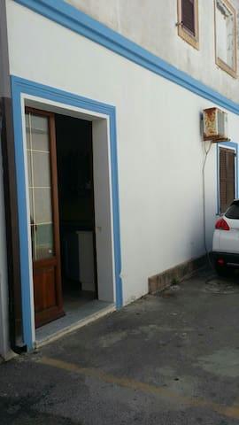 Appartamento a 50mt dal Porto - Calasetta - House