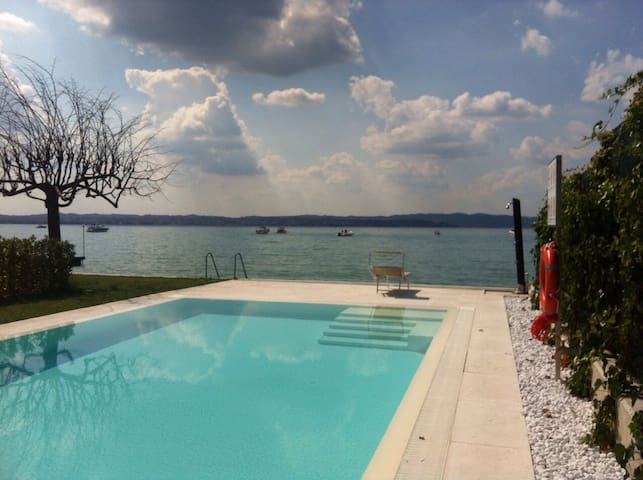 Super location, beach, jacuzy, pool - Sirmione - Apartamento
