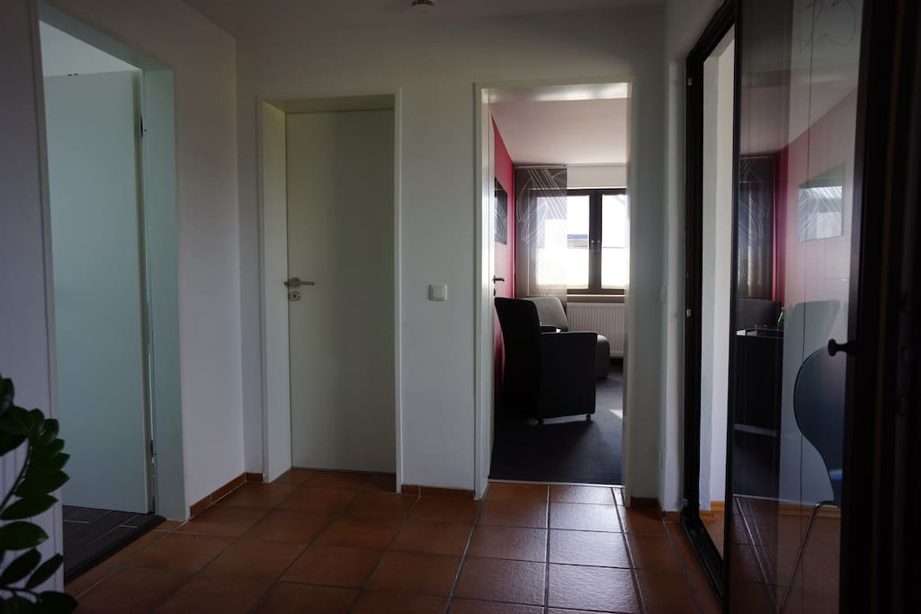 ruhiges zimmer mit bad und k che h user zur miete in aachen nordrhein westfalen deutschland. Black Bedroom Furniture Sets. Home Design Ideas
