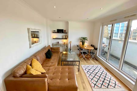 2BR Chelsea Family Friendly_TOP FLOOR and COZY