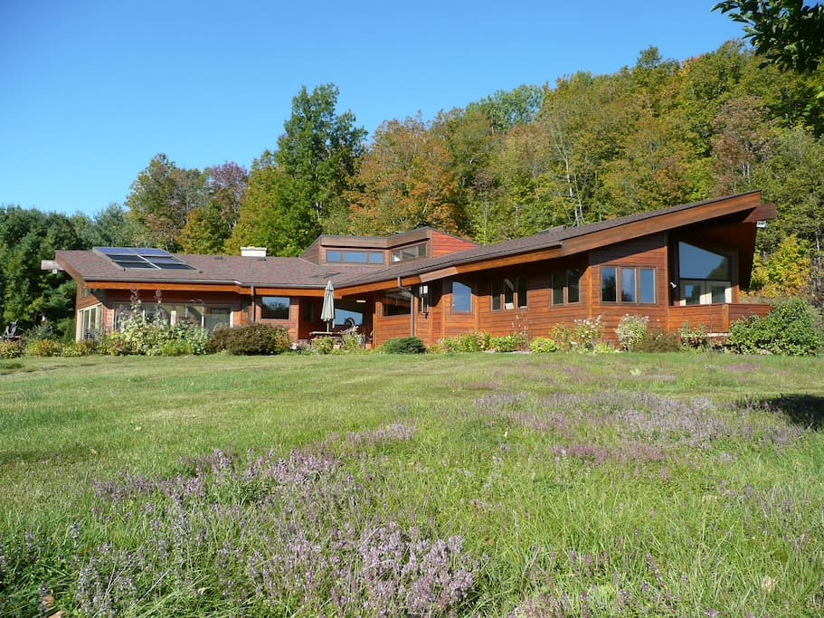 Gorgeous +4000 ft2 custom designed bungalow style cedar country home surrounded by hills, creeks and meadows.