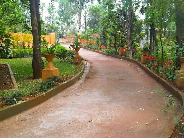 Home and Away!! - Mahabaleshwar - House