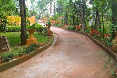 Home and Away!! - Mahabaleshwar - Rumah