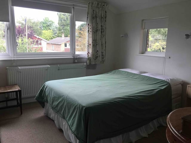 Double room with ensuite in Chandlers Ford.