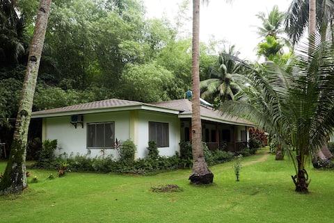 Spacious Garden Cottage on Palawan!