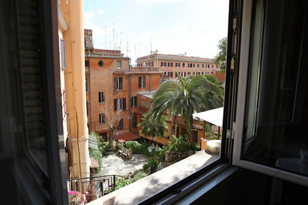 Trastevere charming sunning studio apartments for rent for Studio apartments in rome