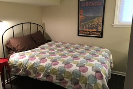 Petite Double Rm - Home Base for Chicago Trips! - Townhouse