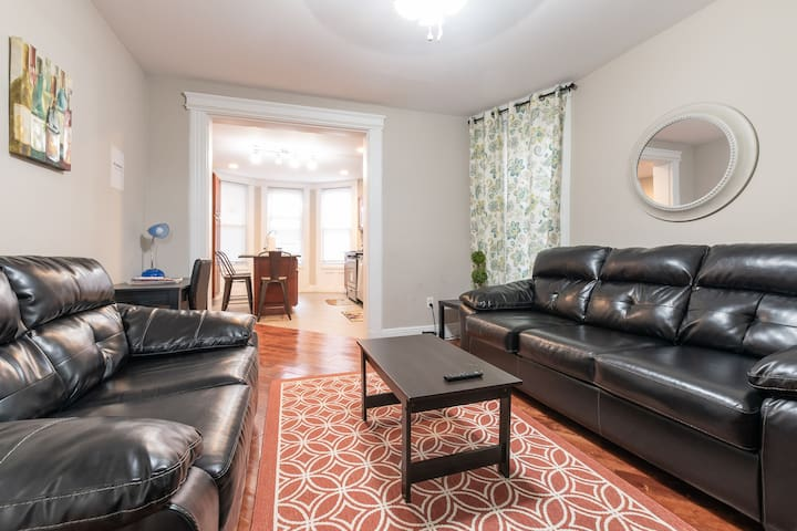 2BR & 2BA unit with free Parking - 25 mins to NYC