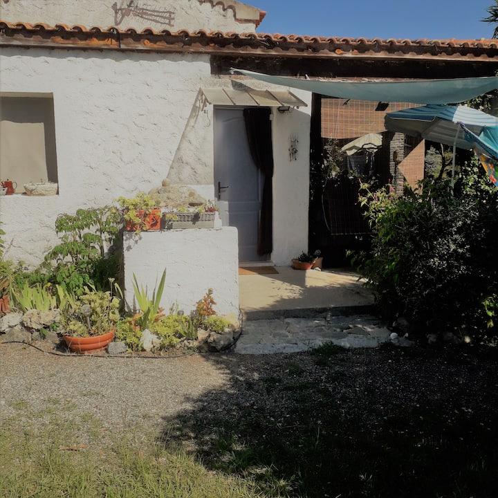 Studio 2 pers avec terrasse et jardin privé