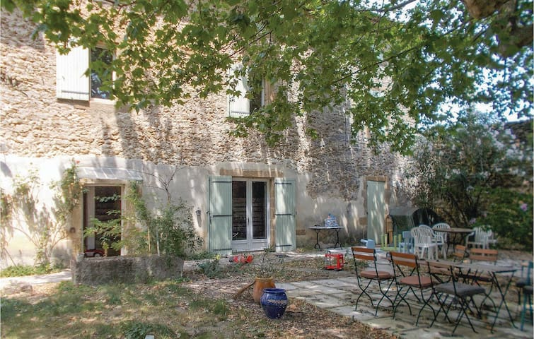 Holiday cottage with 4 bedrooms on 161 m² in Rochegude