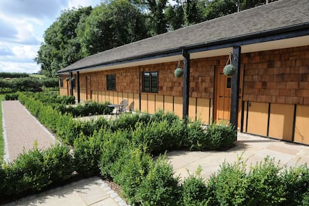 Hill Top Farm Lodges - Chertsey - Apartmen