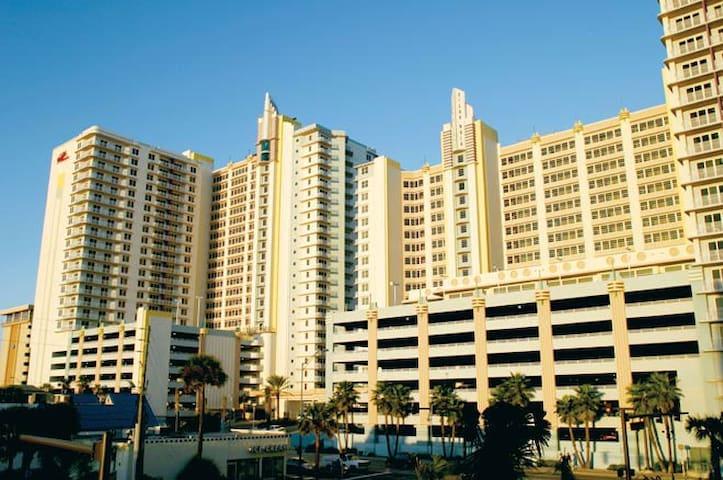 3 bedroom Oceanfront Condo at Wyndham Ocean Walk - Daytona Beach - Wohnung