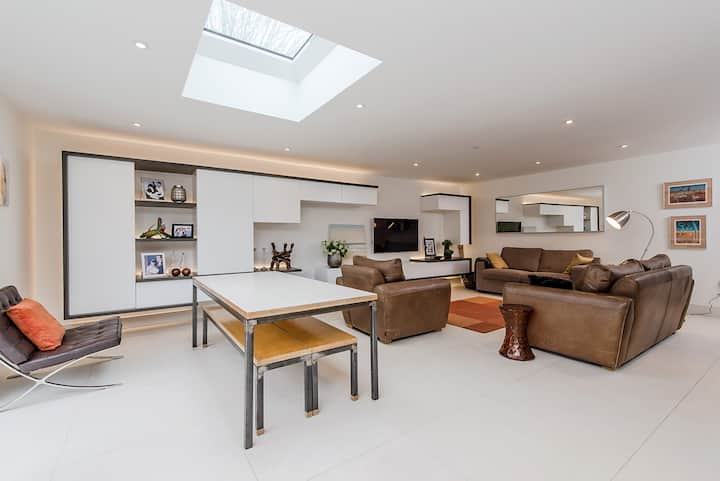 Modern, chalet bungalow in Thames Ditton