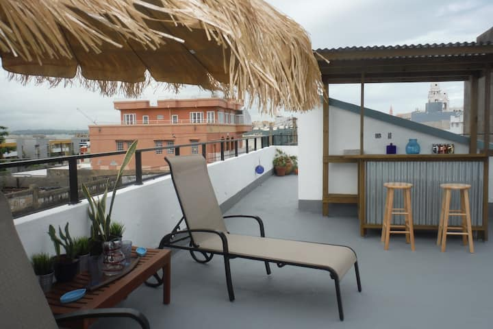 Fun 2BR rooftop w/ private terrace & great views