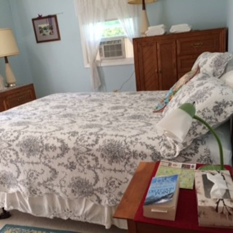 This is the Master Bedroom (MBR) for $95/night