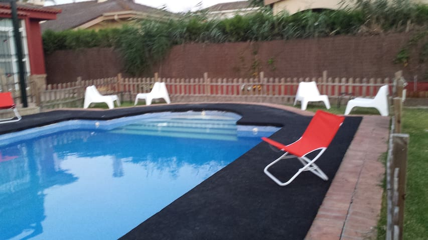 LUXURY SEVILLE : POOL, PRIVATE PARKING AND SUBWAY