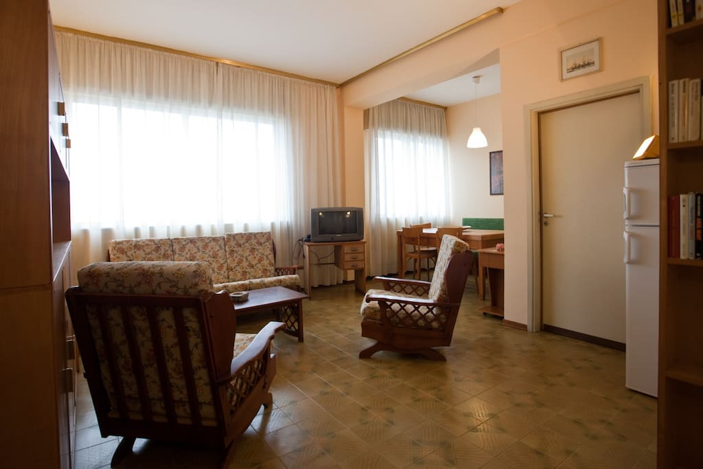 Appartamento grattacielo sul mare appartamenti in for Affitto appartamento cervia