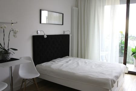 Comfortable new apartment in Warsaw - Varşova - Daire