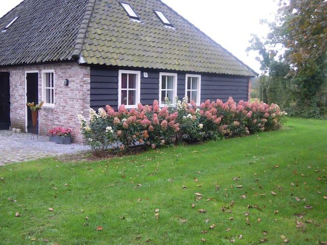 Vrijstaande cottage omgeving Breda - Ulvenhout - 통나무집