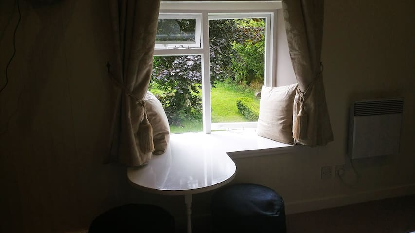Cozy Double Bedroom, Garden View - Killin - Bed & Breakfast