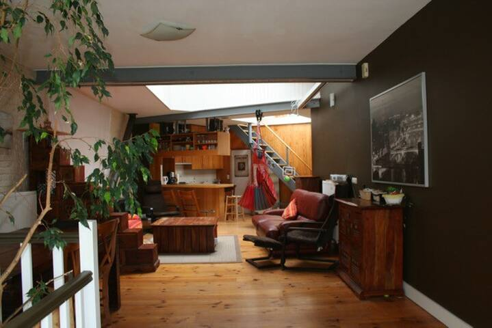 Loft style with 3 big bedrooms, 12mns from center - Woluwe-Saint-Lambert - Vindsvåning