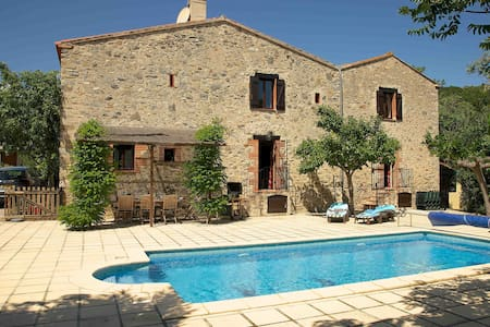 La Bergerie, 200 year old farmhouse, Sleeps 10 - Eus