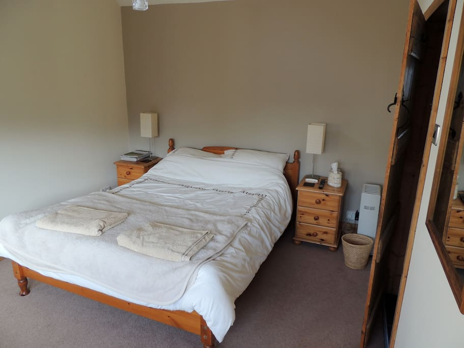 Comfortable king size bed with en-suite shower room