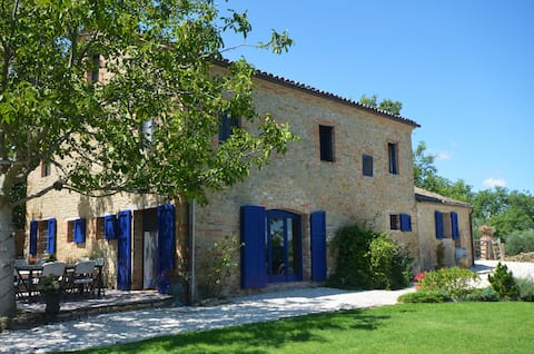 6 bed Villa with private pool in the Real Italy