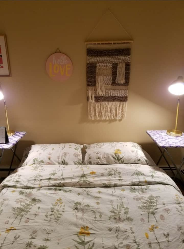 Small private rm Queens Ctr walk2subway. 35min NYC