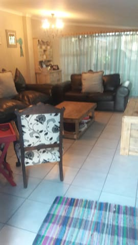 Spacious 2 bedroom house - Cape Town - House