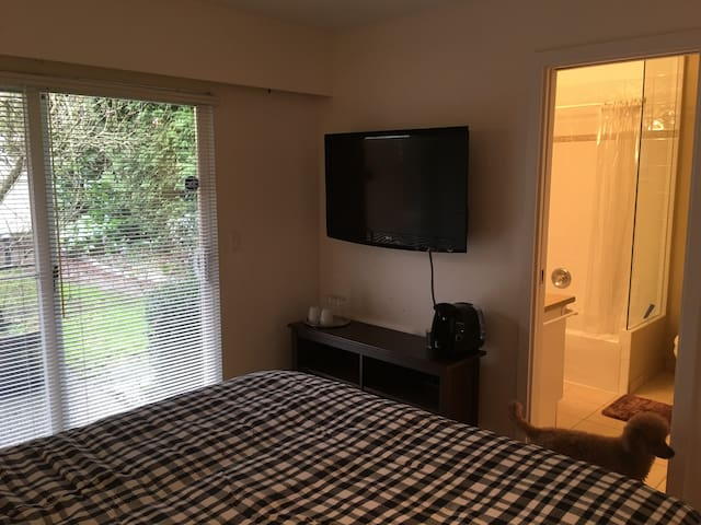 Self-contained private room - West Vancouver - House