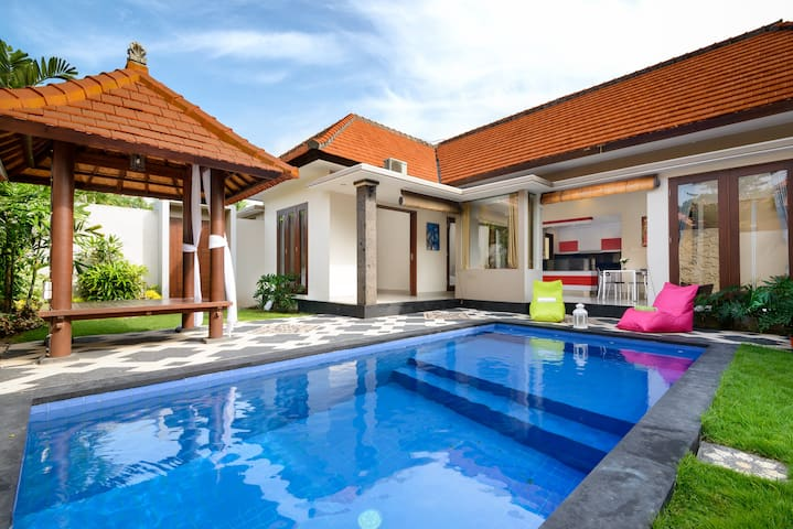 Private Room in a Beautiful Brand New Villa - Badung Regency - Bed & Breakfast