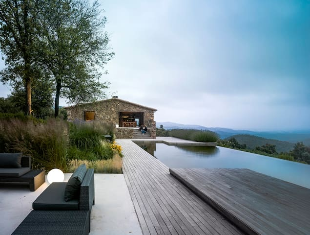 Villa CP, exclusive designer style, beach 20 mins - Gerona