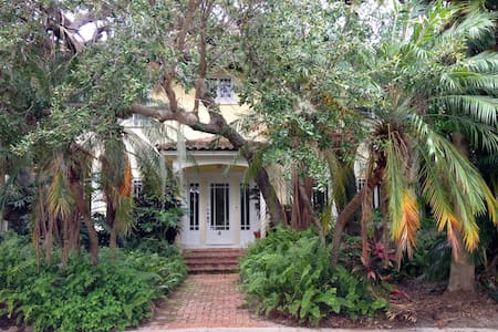 Historic Live Oak House - Lake Worth