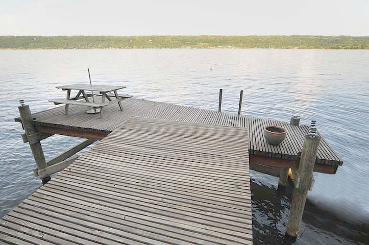 Lakefront getaway  on Cayuga lake - Ithaca - House