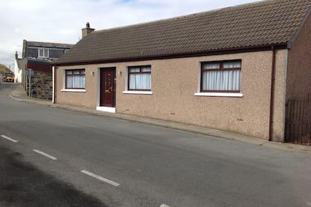Doune Cottage Macduff Scotland - Macduff - Bungalow