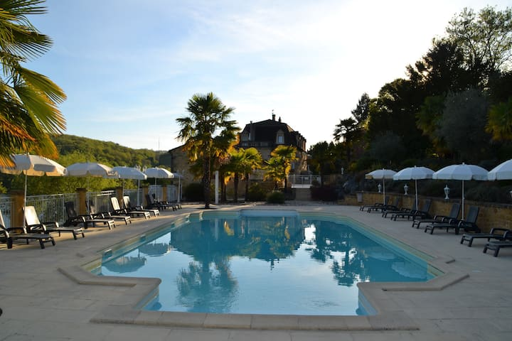 Gite with pool, park and terrace on the riverbank - Lalinde - House