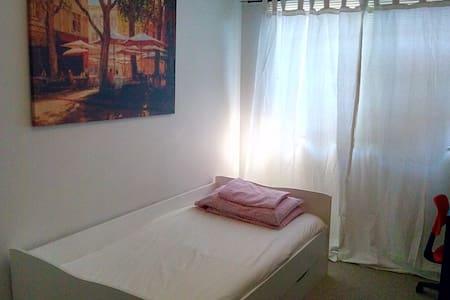 Cozy 1 bedroom with parking include - Calgary - Bed & Breakfast