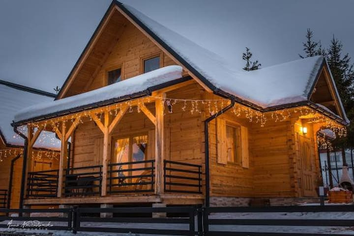 Klimatyczne nowe domy drewniane z kominkiem