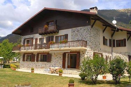 Chambres d'hôtes à la montagne à 1h de Nice - Valdeblore - 宾馆